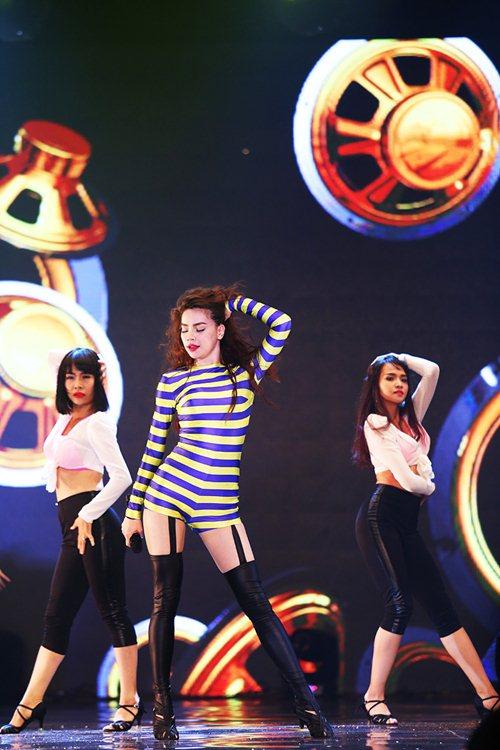 ha ho up mo chuyen ly hon trong liveshow - 16