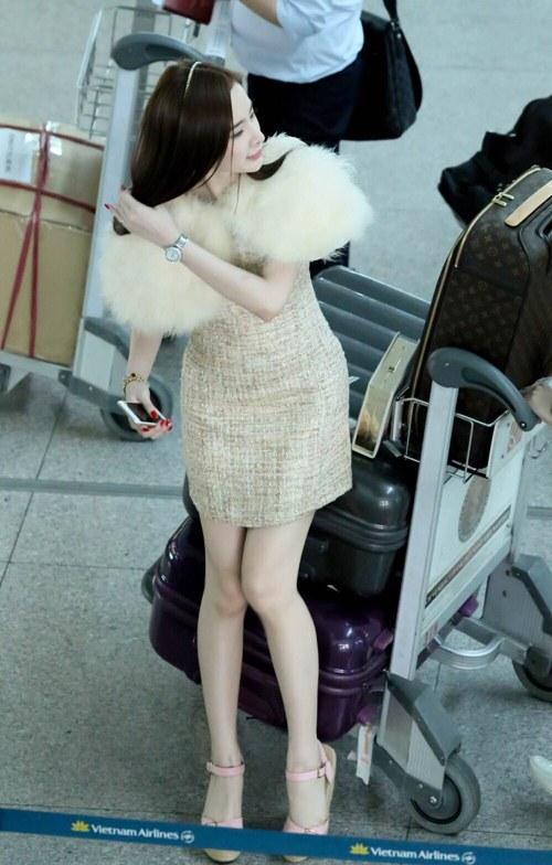 angela phuong trinh noi bat o san bay nhu di tiec - 4