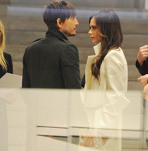 Victoria Beckham bất ngờ mỉm cười ngọt ngào-2