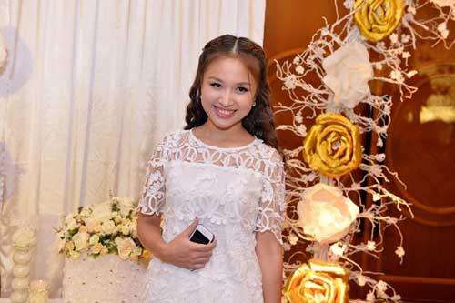 Tuần qua: Cô dâu Quỳnh Nga cuốn hút với vòng 1 tròn đầy-3