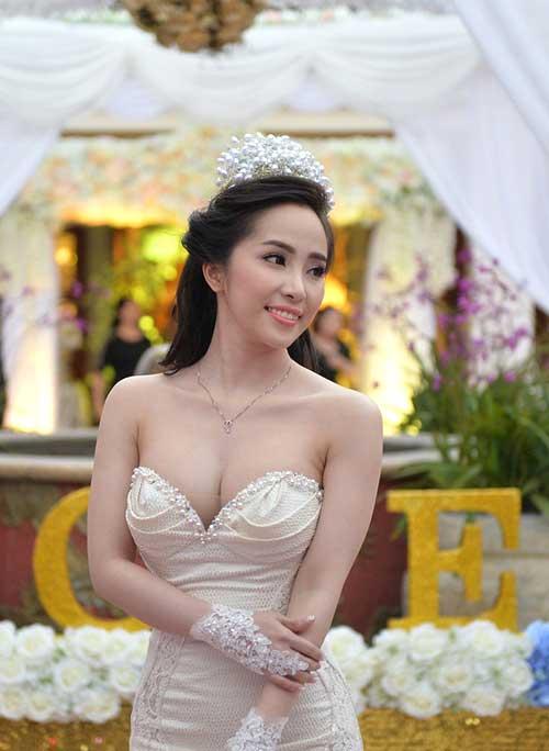 Tuần qua: Cô dâu Quỳnh Nga cuốn hút với vòng 1 tròn đầy-1