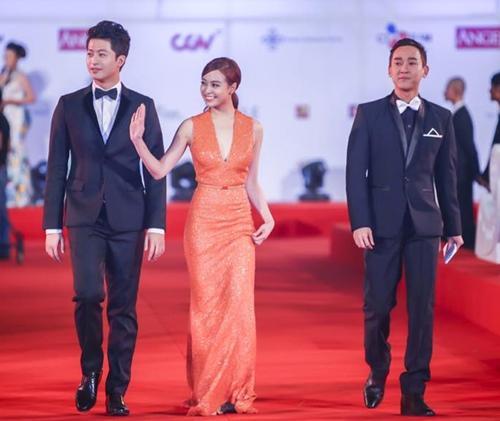 Hoàng Thùy Linh tiết lộ bí mật về chiếc váy Elie Saab-7