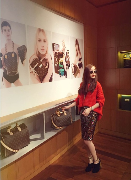 Angela Phương Trinh sang chảnh đi mua sắm hàng hiệu-2