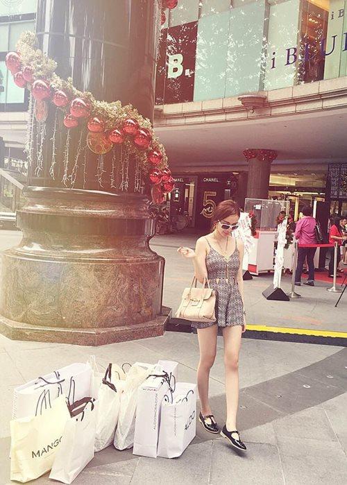 Angela Phương Trinh sang chảnh đi mua sắm hàng hiệu-6