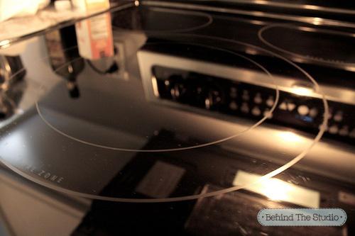 Chị em khéo tẩy vết cháy trên mặt bếp hồng ngoại-6