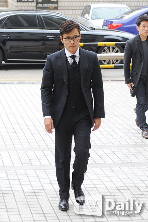 Lee Byung Hun cúi đầu xin lỗi khi tới tòa-1