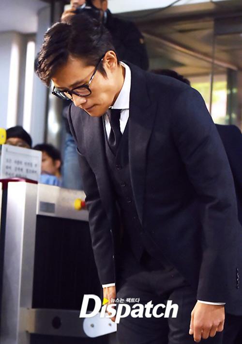 Lee Byung Hun cúi đầu xin lỗi khi tới tòa-7