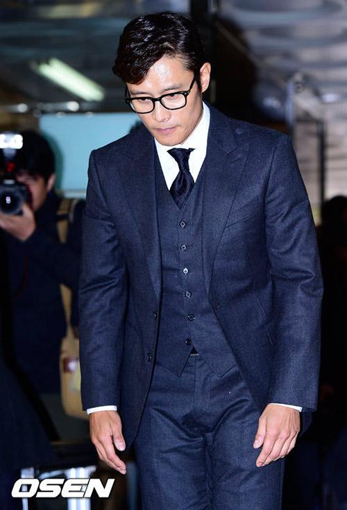 Lee Byung Hun cúi đầu xin lỗi khi tới tòa-6