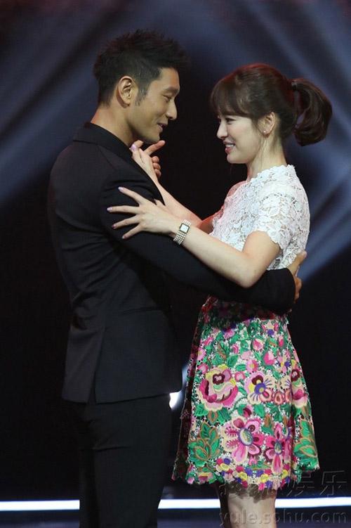 song hye kyo mat lanh lung ben chuong tu di - 8