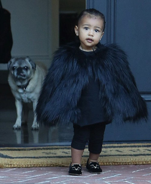 """Con gái Kim Kardashian như """"nấm lùn di động""""-1"""