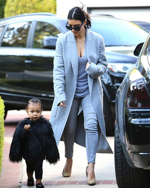 """Con gái Kim Kardashian như """"nấm lùn di động""""-5"""
