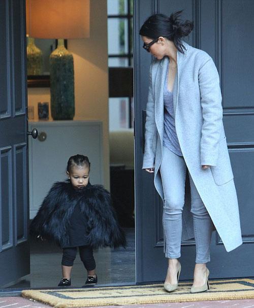 """Con gái Kim Kardashian như """"nấm lùn di động""""-4"""