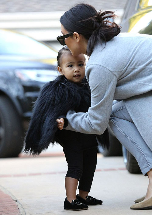 """Con gái Kim Kardashian như """"nấm lùn di động""""-7"""