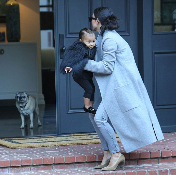 """Con gái Kim Kardashian như """"nấm lùn di động""""-6"""