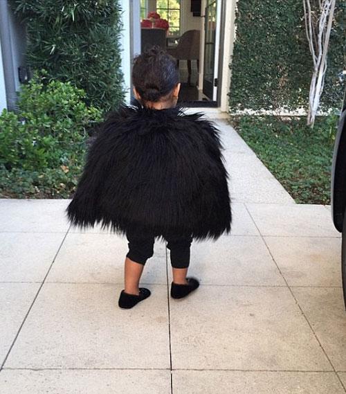 """Con gái Kim Kardashian như """"nấm lùn di động""""-3"""