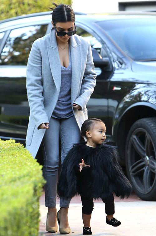 """Con gái Kim Kardashian như """"nấm lùn di động""""-8"""