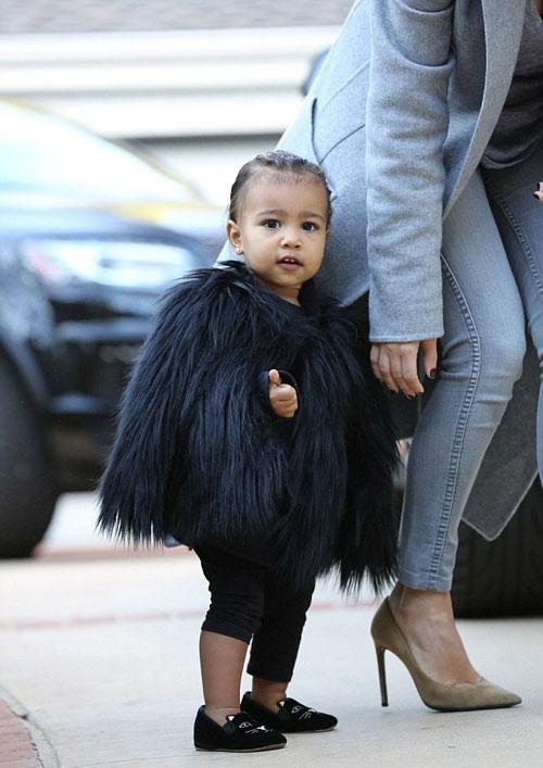 """Con gái Kim Kardashian như """"nấm lùn di động""""-9"""