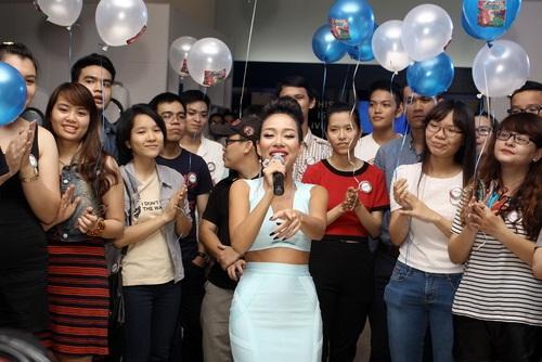 """Tâm Tít """"chặt chém"""" đồng nghiệp, Thảo Trang """"quậy"""" với fan-12"""