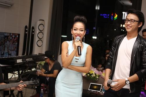 """Tâm Tít """"chặt chém"""" đồng nghiệp, Thảo Trang """"quậy"""" với fan-11"""
