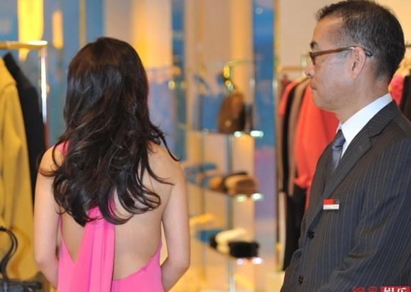 Triệu Vy bất ngờ gợi cảm với váy khoe lưng trần-5