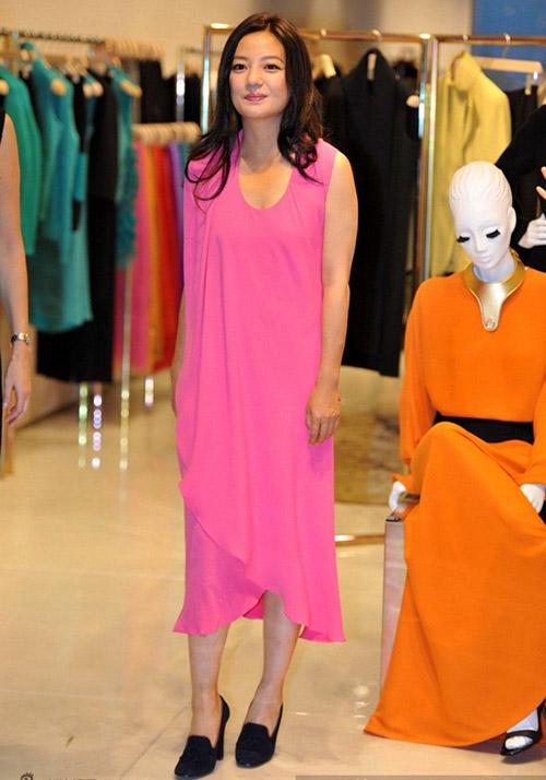 Triệu Vy bất ngờ gợi cảm với váy khoe lưng trần-7