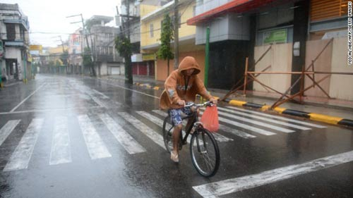 nhung hinh anh dau tien khi bao hagupit do bo philippines - 4