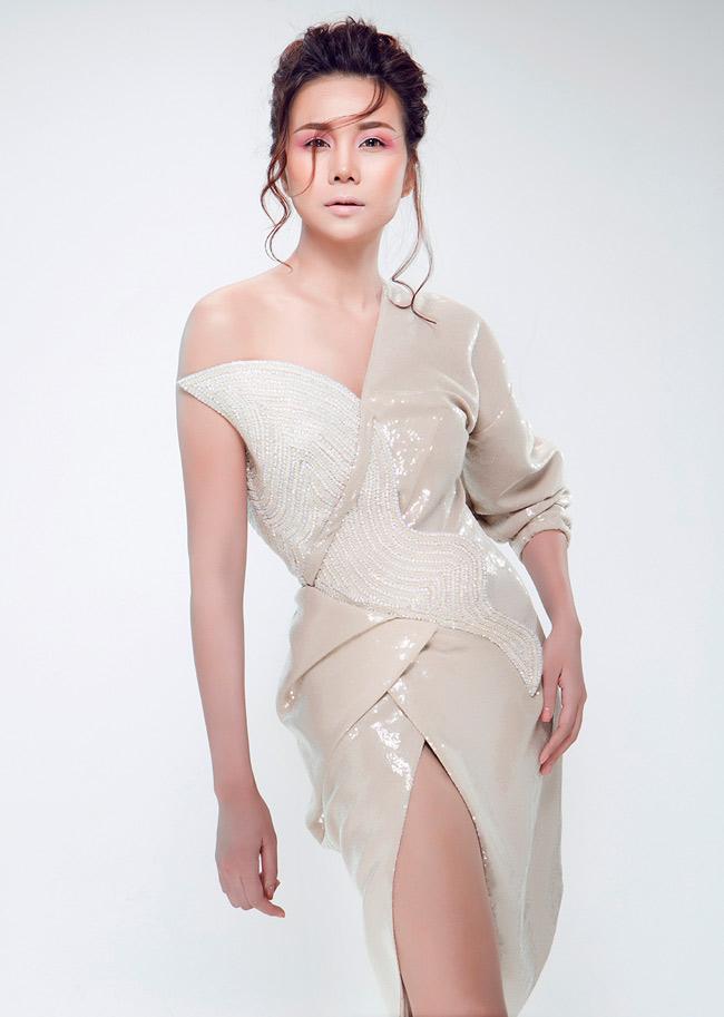 Siêu mẫu Thanh Hằng vừa mới có sự xuất hiện ấn tượng trong vai trò vedette trong BST thời trang No.8 của NTK Công Trí tại Tuần lễ Thời trang Quốc tế Việt Nam 2014