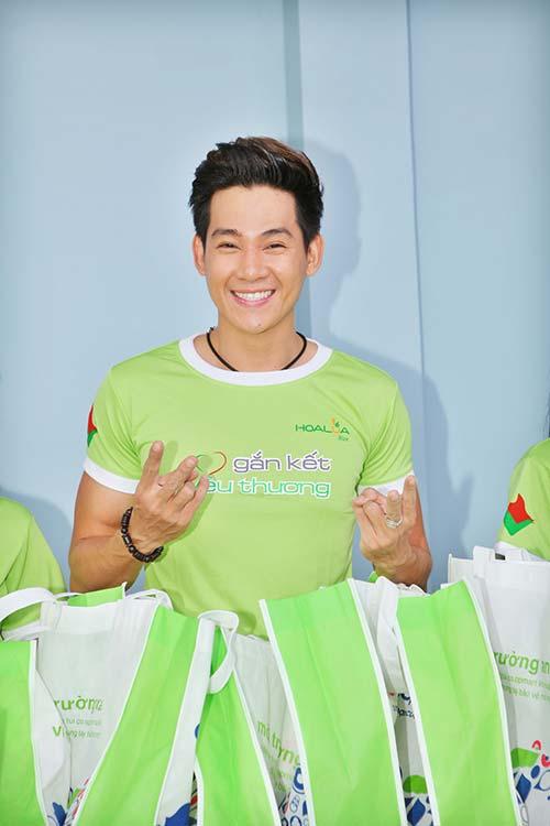 "giam khao adam ""lam kho"" thi sinh next top - 19"