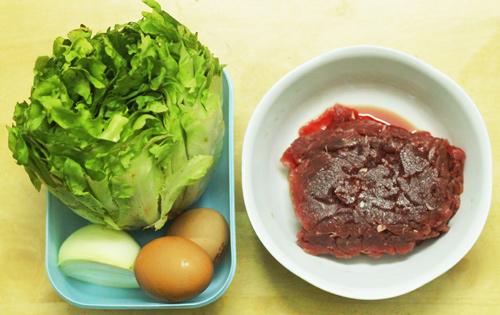 Salad trộn thịt bò xào ngon thế này ai cũng thèm - 1
