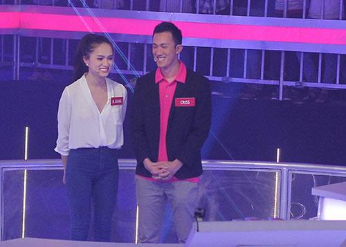 huong giang idol va ban trai sanh doi tren truyen hinh - 2