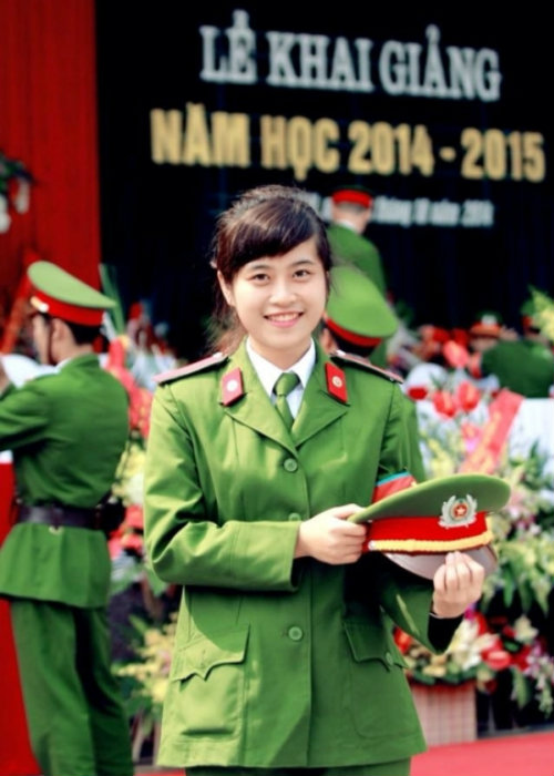 nhung nu sinh canh sat lam chao dao cong dong mang 2014 - 1