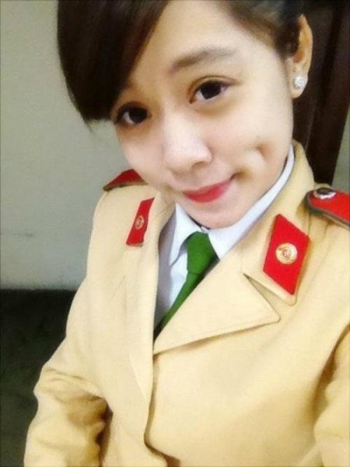 nhung nu sinh canh sat lam chao dao cong dong mang 2014 - 5