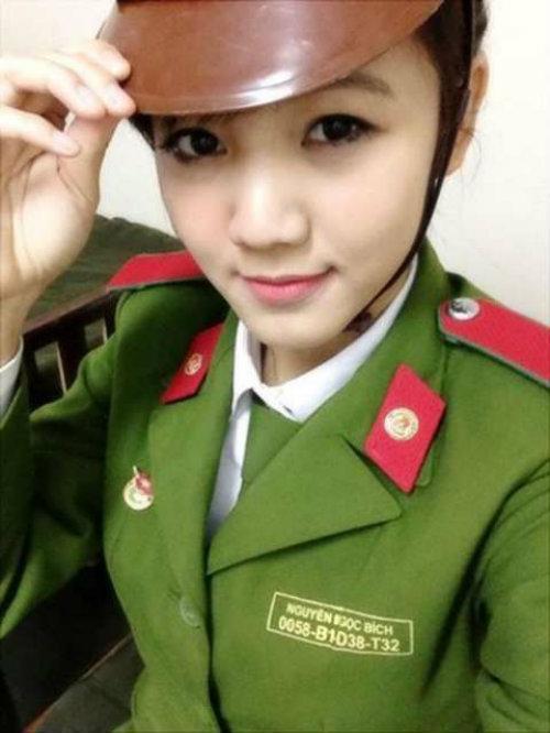 nhung nu sinh canh sat lam chao dao cong dong mang 2014 - 9