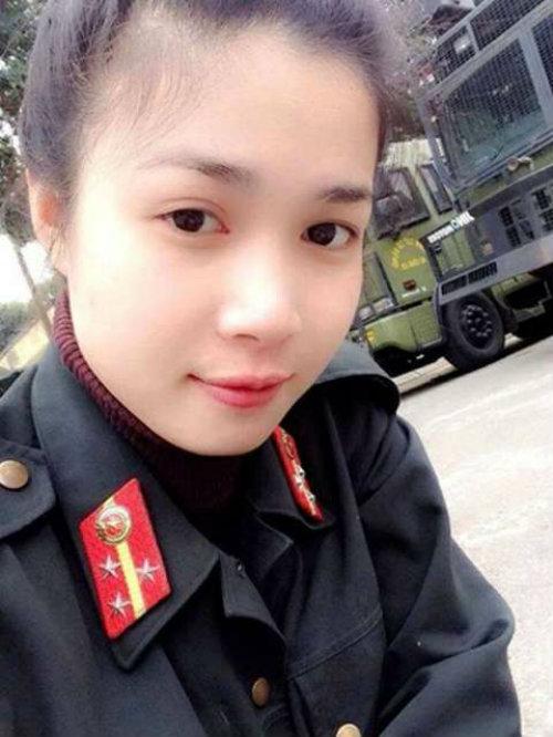 nhung nu sinh canh sat lam chao dao cong dong mang 2014 - 14