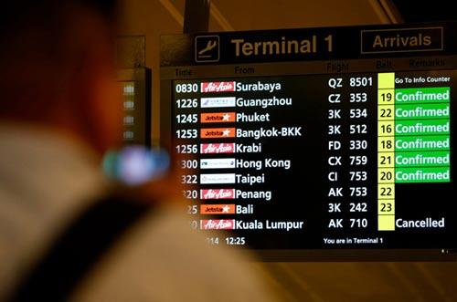 phi cong airasia xin doi do cao truoc khi may bay mat tich - 1