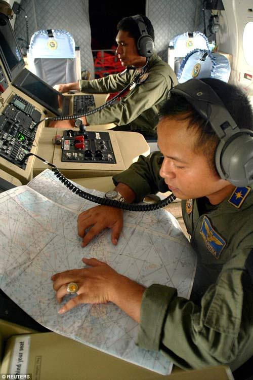 indonesia: nhieu kha nang may bay airasia da gap nan - 5