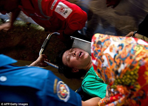 than nhan hanh khach qz8501 ngat xiu khi nhan hung tin - 3