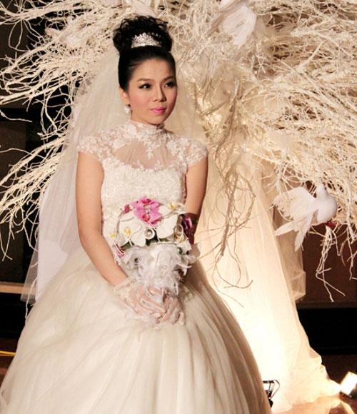 """Váy cưới gợi cảm cho cô dâu """"ăn cơm trước kẻng"""" - 5"""