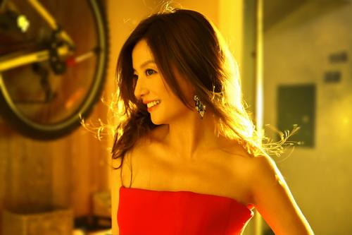 "trieu vy gay sot vi cach day con ""khong giong ai"" - 3"