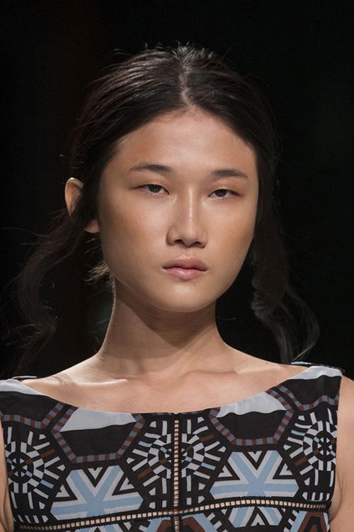 """kha my van lai lap """"chien tich"""" moi o paris fashion week - 1"""