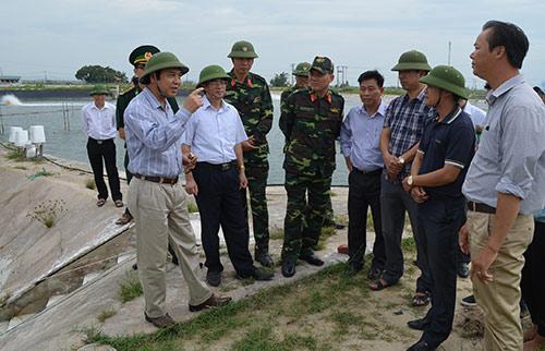 Quảng Ninh: Vá đê bị nước khoét sâu chạy đua bão số 4-6