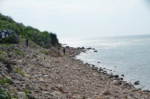 Quảng Ninh: Vá đê bị nước khoét sâu chạy đua bão số 4-1