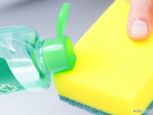 Mẹo hay loại bỏ vết kẹo cao su dính trên quần áo-9