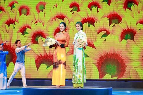 Á hậu Diễm Trang khoe đường cong gợi cảm tại Hà Nội-12