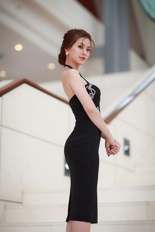 Á hậu Diễm Trang khoe đường cong gợi cảm tại Hà Nội-2
