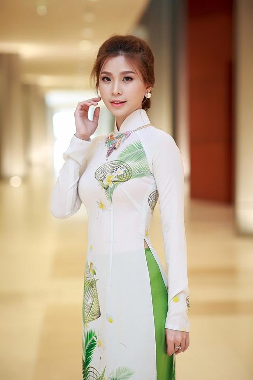 Á hậu Diễm Trang khoe đường cong gợi cảm tại Hà Nội-7