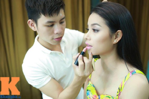 Cận cảnh chiếc mũi và cằm gây tranh cãi của HH Phạm Hương-4