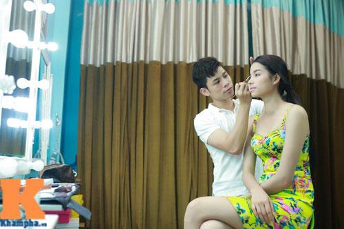 Cận cảnh chiếc mũi và cằm gây tranh cãi của HH Phạm Hương-7