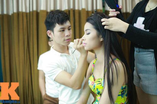 Cận cảnh chiếc mũi và cằm gây tranh cãi của HH Phạm Hương-3
