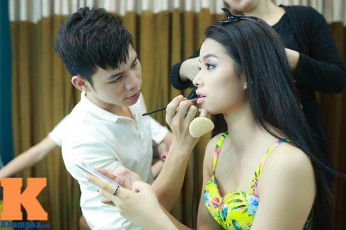 Cận cảnh chiếc mũi và cằm gây tranh cãi của HH Phạm Hương-2